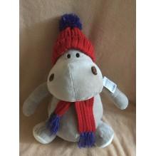 Бегемотик в шапке и шарфе