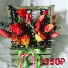 Деревянный ящичек с розами и тюльпанами